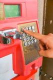 Den röda offentliga telefonen Arkivbild
