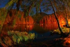 Den röda sjön eller mördare sjö, östliga Carpathians, Rumänien arkivfoto