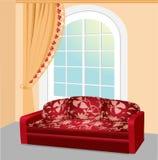 Den röda soffan nära fönstret med snör åt gardinen Arkivfoto
