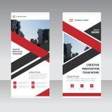 Den röda svarta triangeletikettaffären rullar upp mallen för banerlägenhetdesignen, abstrakt geometrisk banermallvektor Royaltyfria Bilder