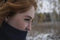 Den rödhåriga flickan fryste Fotografering för Bildbyråer
