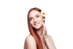 Den röra härliga röda haired flickan flår Royaltyfri Fotografi