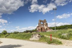Den r?da kyrkan - f?rd?rvar av tidig bysantinsk kristen basilika n?ra stad av Perushtitsa, Bulgarien royaltyfri fotografi