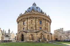 Den Radcliffe kameran är en byggnad av Oxford universitetet, England som planläggs av James Gibbs i neo-klassisk stil som byggs i Fotografering för Bildbyråer
