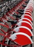 Den röda staden cyklar för hyra Royaltyfria Foton