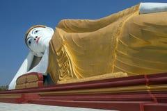 Reclining Buddha - Laykyun Sekkya - Myanmar royaltyfria foton