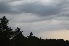 Den regniga himlen under en susnet Royaltyfria Foton