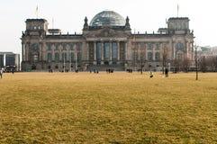Den Reichstag byggnaden i Berlin Fotografering för Bildbyråer