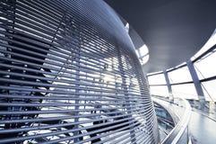 Den Reichstag kupolen är en glass kupol som överst konstrueras av den byggda om Reichstag byggnaden Royaltyfri Fotografi