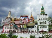 Den rekonstruerade slotten av de ryska tsarna royaltyfri fotografi