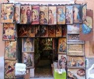 Den religiösa souvenir shoppar Arkivfoton
