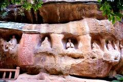 Den religiösa stenen som snider i porslin arkivbild