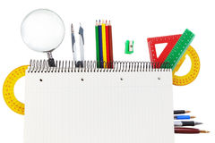 Den rena anteckningsboken för text anmärker och ämnen av skolan. Arkivbilder