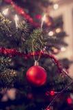 Den Retro bilden av julgranen dekorerade med traditionella ornamen Royaltyfri Foto