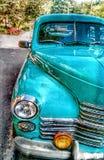 Den Retro bilen nära parkerar royaltyfri fotografi