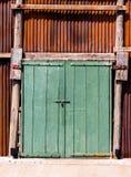 Den retro dörren för gammal tappning som göras av ädelträ och gammal zine med ru royaltyfri foto