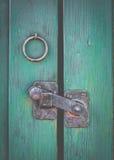 Den Retro lantliga dörren låser arkivfoto