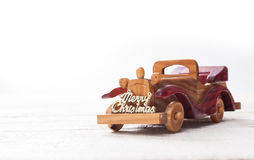 Den Retro träbilen med glad jul undertecknar, julkortet Merr Fotografering för Bildbyråer
