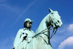 Den rid- statyn av konungen Frederik VII framme av Chrisen Royaltyfria Bilder