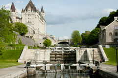 Den Rideau kanalen låser - Ottawa - Kanada arkivfoton