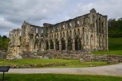 Den Rievaulx abbotskloster fördärvar i NorthYorkshire Royaltyfri Foto