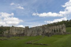 Den Rievaulx abbotskloster, North Yorkshire förtöjer, North Yorkshire, England Royaltyfri Fotografi
