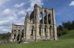 Den Rievaulx abbotskloster, North Yorkshire förtöjer, North Yorkshire, England Arkivfoto