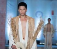 Den rikliga skörd-mode för nittonde serie showen Arkivfoto