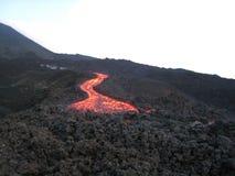 Den rinnande lavan till framdelen Arkivbild