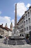 Den Robba springbrunnen i townen kvadrerar i Ljubljana, Slovenien arkivbild