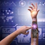 Den robotic knappen för trycka på för hand i futuristiskt begrepp Arkivfoto