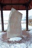 Den Rok runestonen under den är taket Fotografering för Bildbyråer