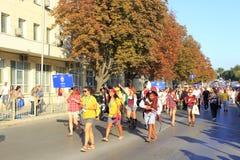 Den roliga besättningsmanbesättningen ståtar den Varna Bulgarien Fotografering för Bildbyråer