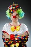 Den roliga clownen blidkar in Arkivbild