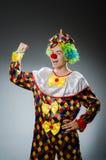 Den roliga clownen blidkar in Royaltyfri Fotografi