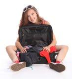 den roliga flickan har lopp för ferieemballagetonåring arkivfoto
