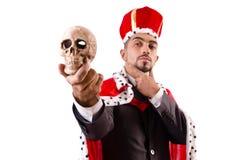 Den roliga konungen med skallen som isoleras på vit Arkivfoto