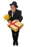 Den roliga mannen med blommor och giftbox Royaltyfri Foto