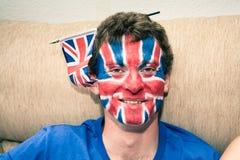 Den roliga mannen med den brittiska flaggan målade på framsida Fotografering för Bildbyråer