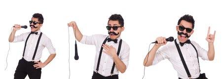 Den roliga mannen med mic som isoleras på vit Arkivbilder