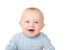 Den roliga ståenden av att skratta behandla som ett barn pojken Arkivfoto