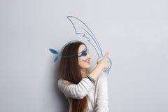 Den roliga ståenden av kvinnan piratkopierar Fotografering för Bildbyråer
