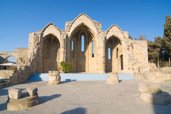 Den Romanic basilikan fördärvar, den gamla staden av Rhodes, Grekland Arkivbilder