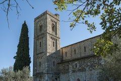 Den romanska abbotskloster av Sant Antimo är en tidigare Benedictinekloster i comunen av Montalcino Royaltyfri Foto