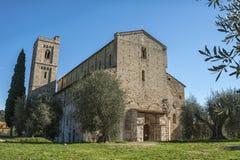 Den romanska abbotskloster av Sant Antimo är en tidigare Benedictinekloster i comunen av Montalcino Arkivfoto