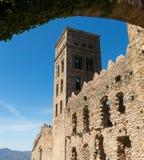 Den romanska abbotskloster av Sant Pere de Rodes, i kommunen Arkivfoton