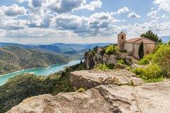 Den romanska kyrkan av Santa Maria de Siurana Fotografering för Bildbyråer