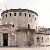 Den romanska kyrkan kallade `-LaRotonda ` det trint Århundrade x Brescia Italien Arkivfoton