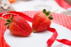 Den romantiska garneringen av bordlägger Fotografering för Bildbyråer
