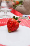 Den romantiska garneringen av bordlägger Royaltyfri Foto